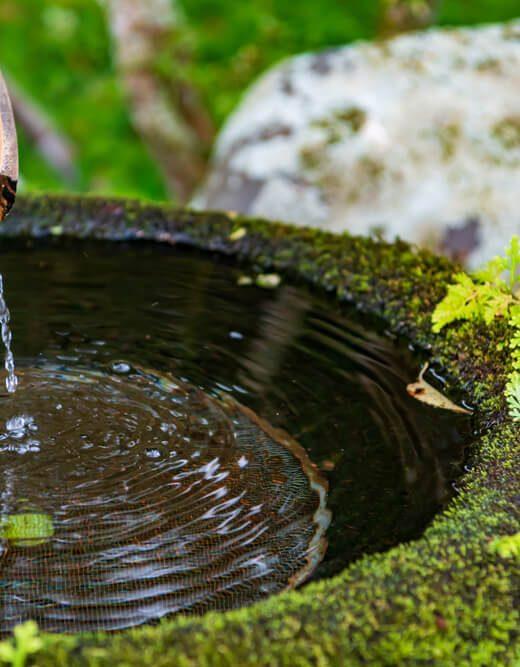 fontanna ogrodowa z kamienia